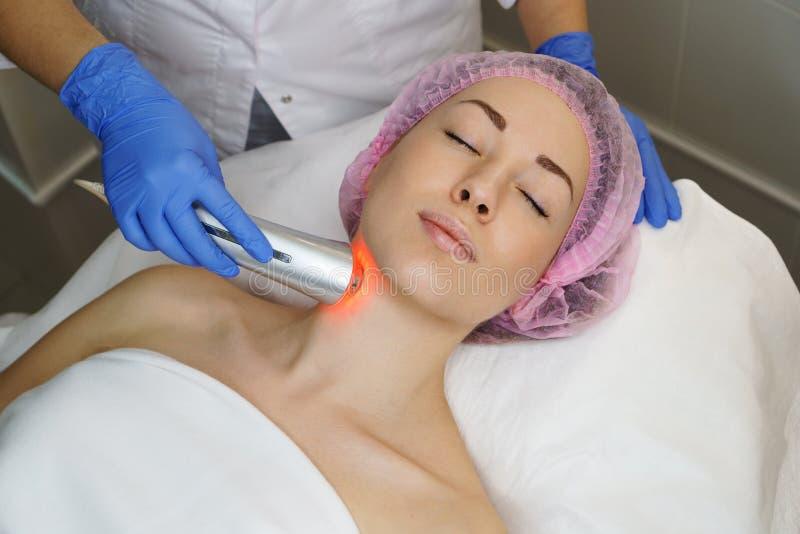 Косметология оборудования Ультразвук chromotherapy стоковое фото