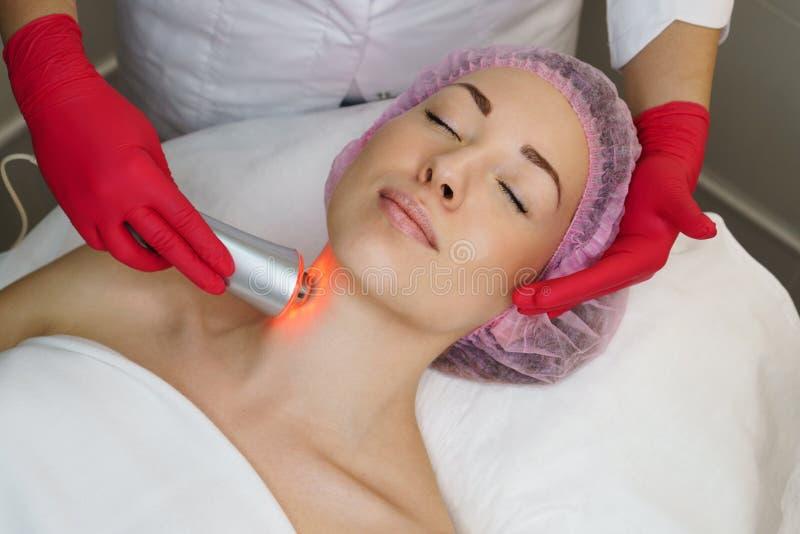 Косметология оборудования Ультразвук chromotherapy стоковые фотографии rf