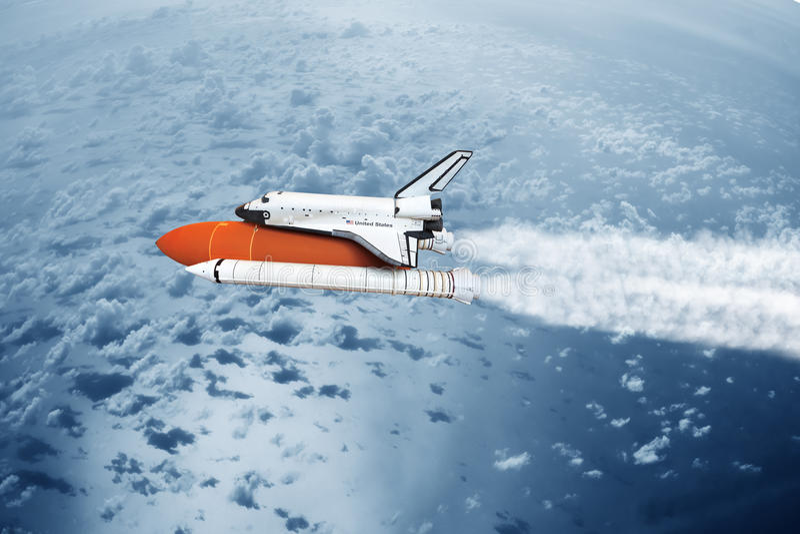 Космический летательный аппарат многоразового использования принимая к небу (не используемое изображение NASA) стоковая фотография rf