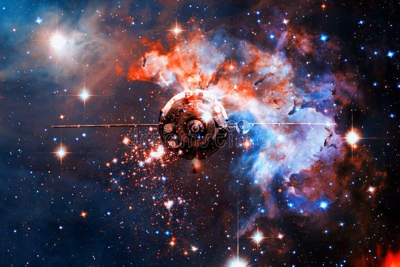 Космический корабль в космическом пространстве на фоне межзвёздного облака стоковое фото