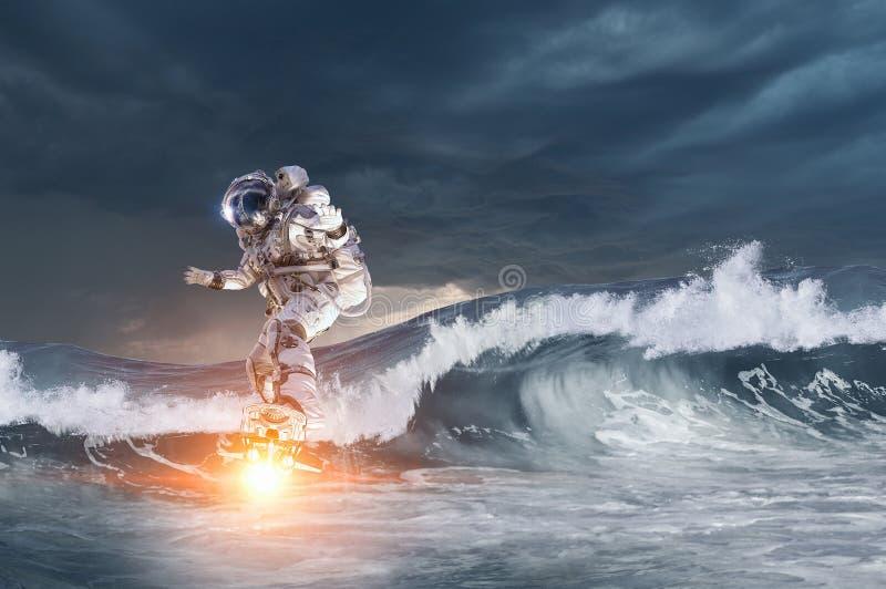 Космонавт на доске летания Мультимедиа стоковое фото rf
