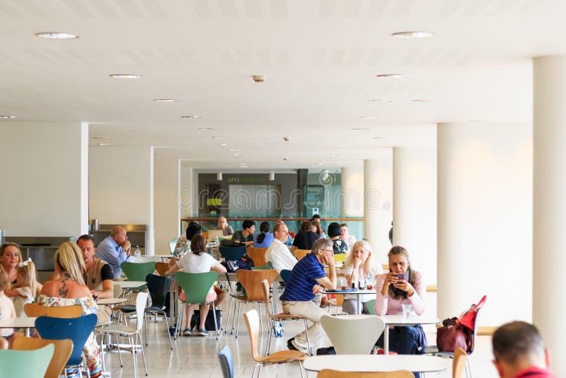 Космос публики сидя на королевском фестивале Hall в Лондоне стоковое изображение rf