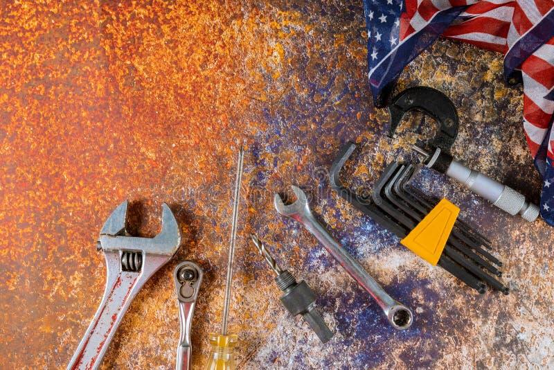 Космос экземпляра Дня Труда инструментов конструкции счастливый для текста на предпосылке стоковые изображения