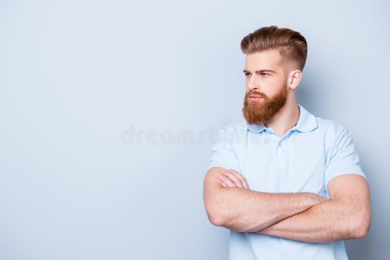 Космос экземпляра - концепция парикмахерскаи Закройте вверх по взгляду со стороны серьезного r стоковая фотография rf