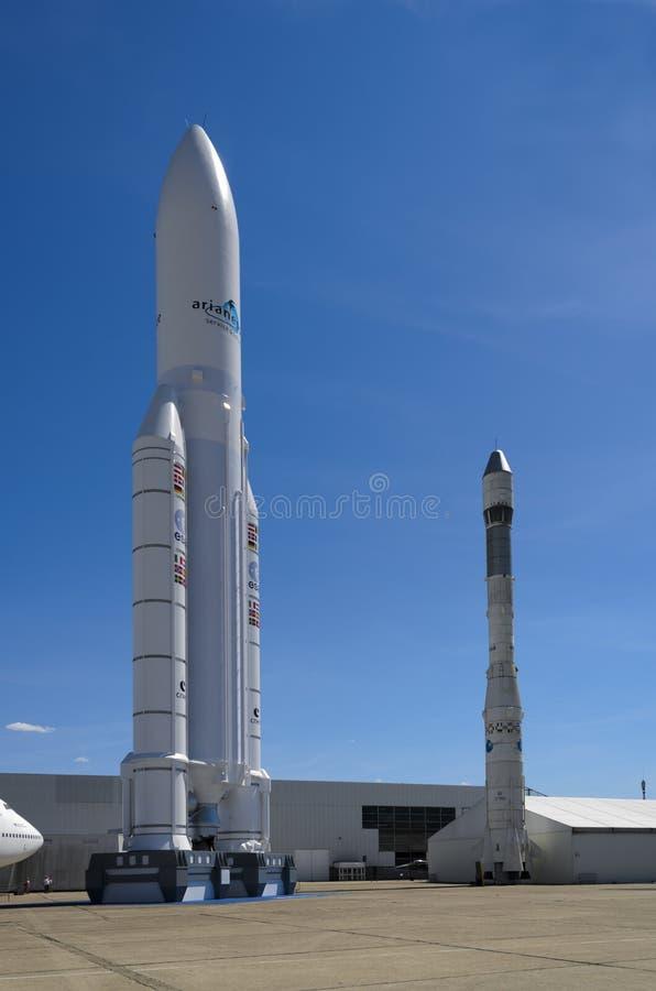 Download Космос Arianne редакционное стоковое изображение. изображение насчитывающей город - 33727749
