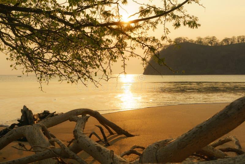 Костариканский Тихий океан заход солнца стоковое изображение rf