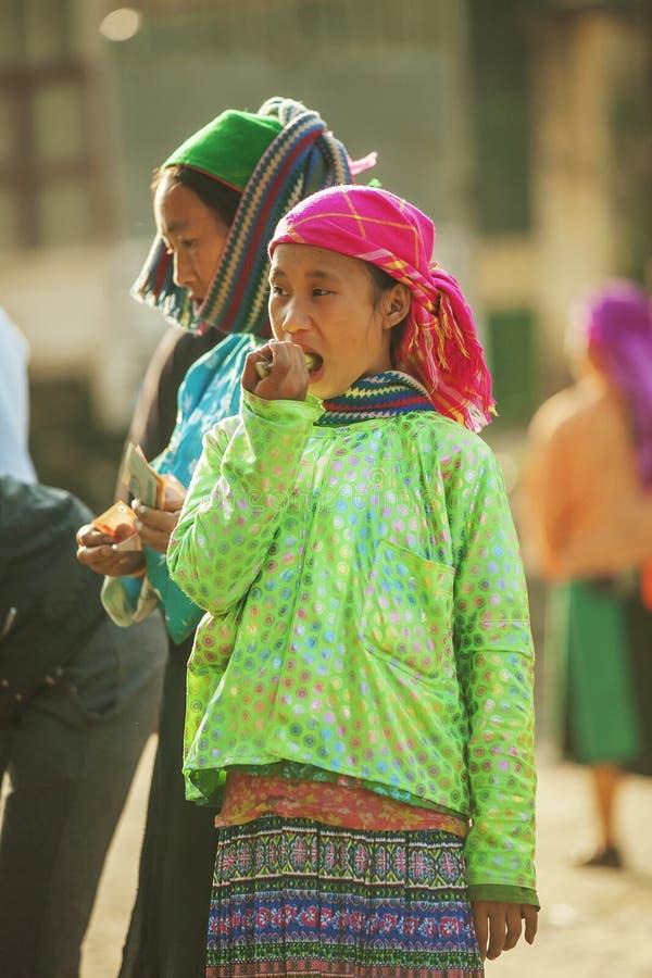 Костюмы женщин этнического меньшинства стоковое фото rf