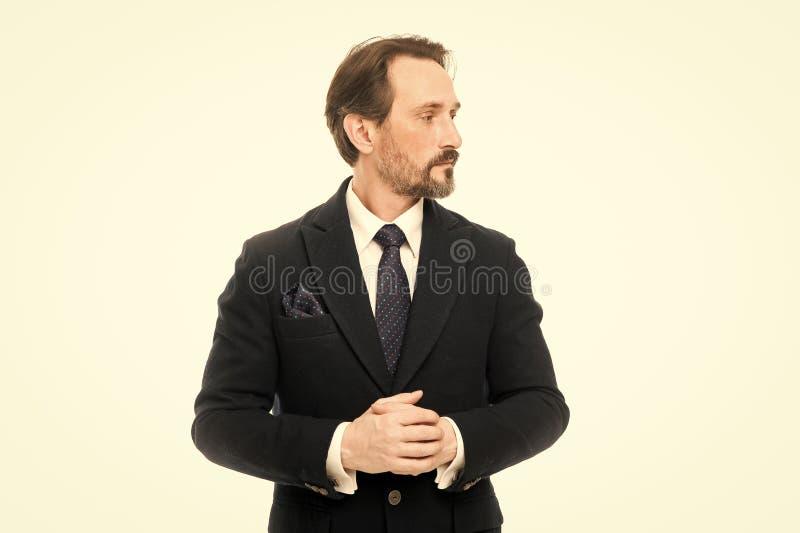 Костюм вдохновляет чувство доверия джентльмена Фотомодель человека красивая уверенная зрелая нести модный костюм на белизне стоковые фотографии rf