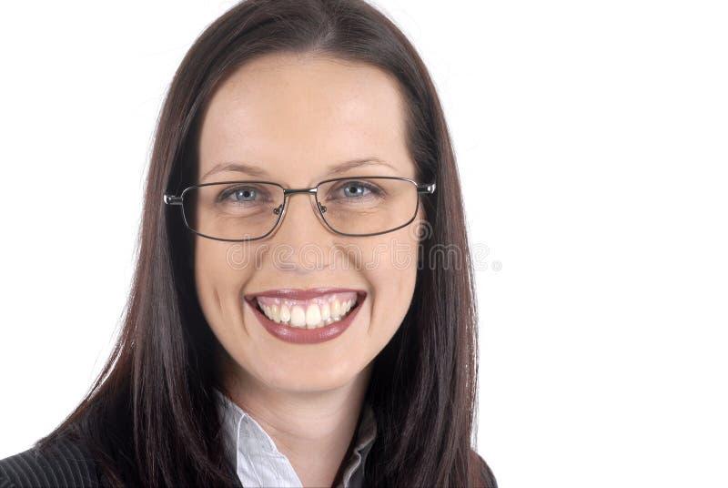 Костюм женского юриста молодые профессиональные нося и стекла, белая предпосылка, вид спереди стоковые фото