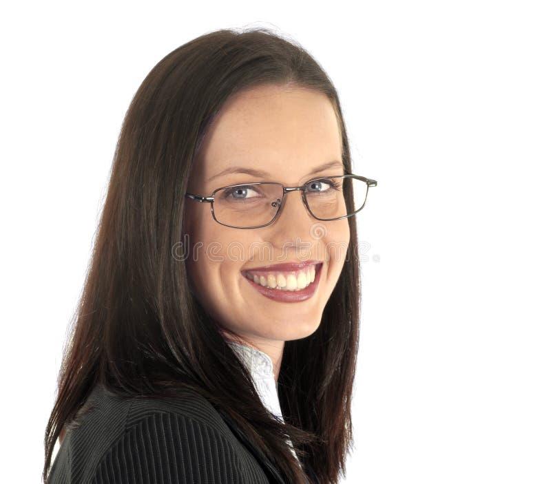 Костюм женского юриста молодые профессиональные нося и стекла, белая предпосылка, смотря камеру стоковое фото