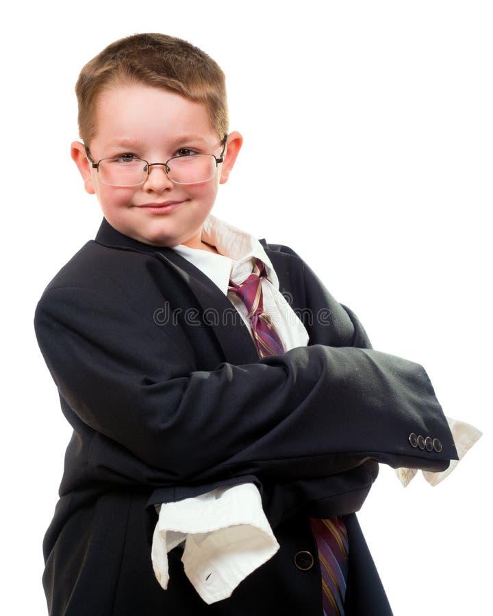 Костюм серьезного ребенка нося который слишком большой стоковые фотографии rf