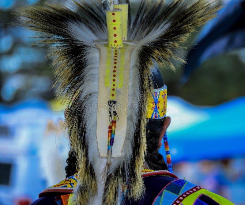 Костюм человека Micmac коренного американца красочный стоковые изображения rf