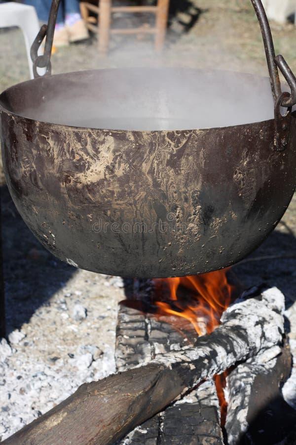 котел средневековый стоковые фото