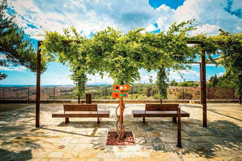 Который распорядок под солнцем в Тоскане? стоковые фотографии rf