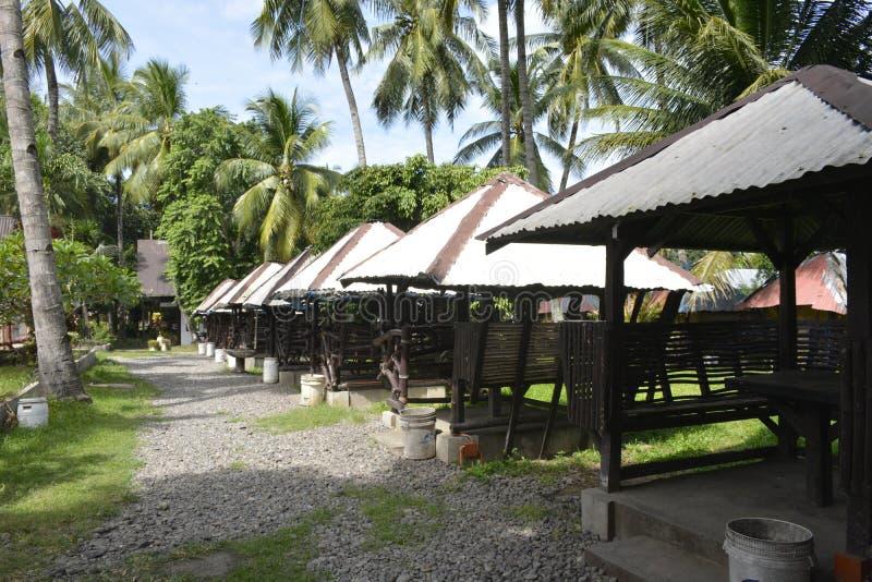 Коттеджи вдоль бассейна Сан Vali на городе Digos, Davao del Sur, Филиппинах стоковое изображение