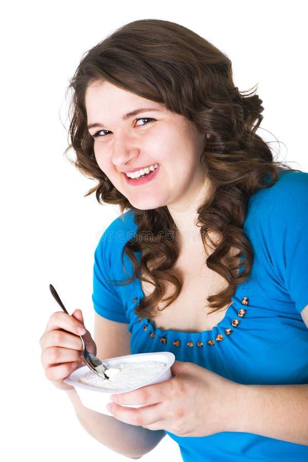 Download коттедж сыра ест девушку стоковое фото. изображение насчитывающей tastefully - 6855228