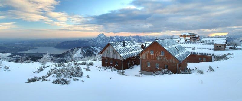 Коттеджи на Feuerkogel в Альпах стоковая фотография