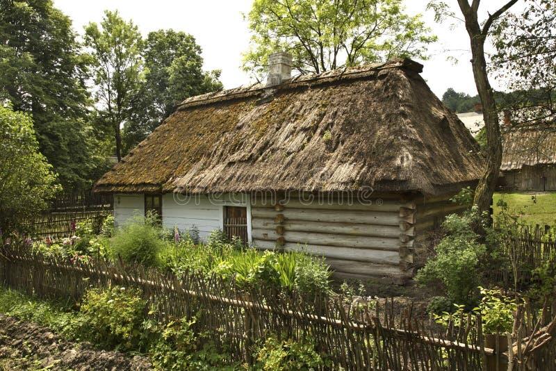 Коттедж в деревне Guciow Польша стоковые фото