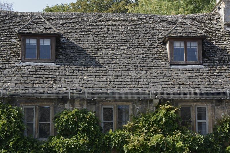 Коттедж в Burford, Оксфордшире, Англии стоковое изображение