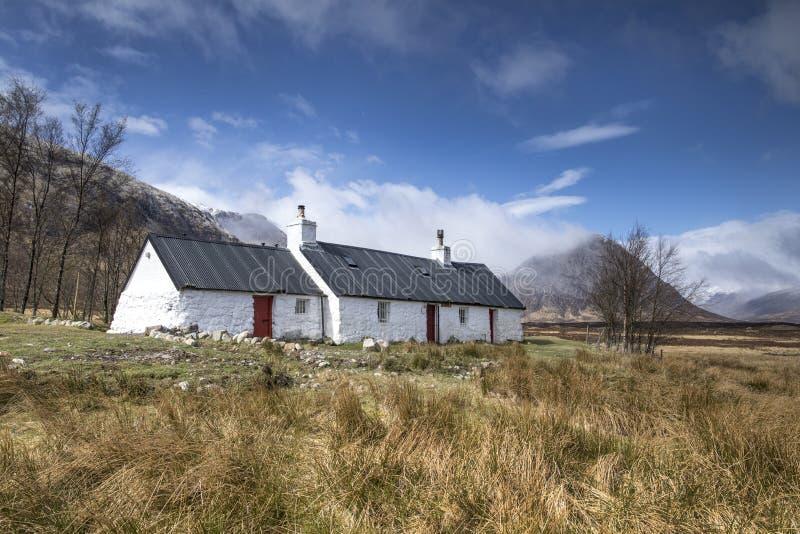 Коттедж, Glencoe, северо-запад Шотландии стоковые фотографии rf