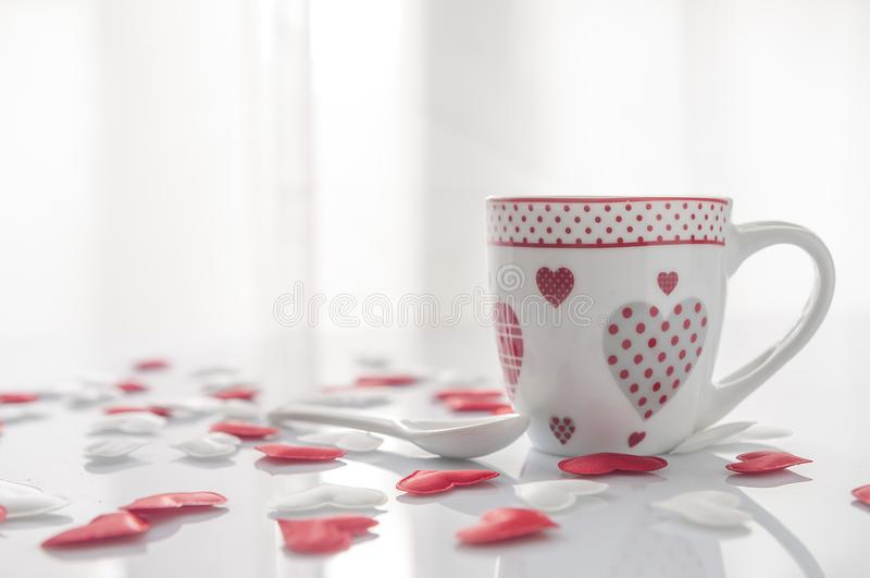 Кофейная чашка дня ` s валентинки стоковое изображение rf