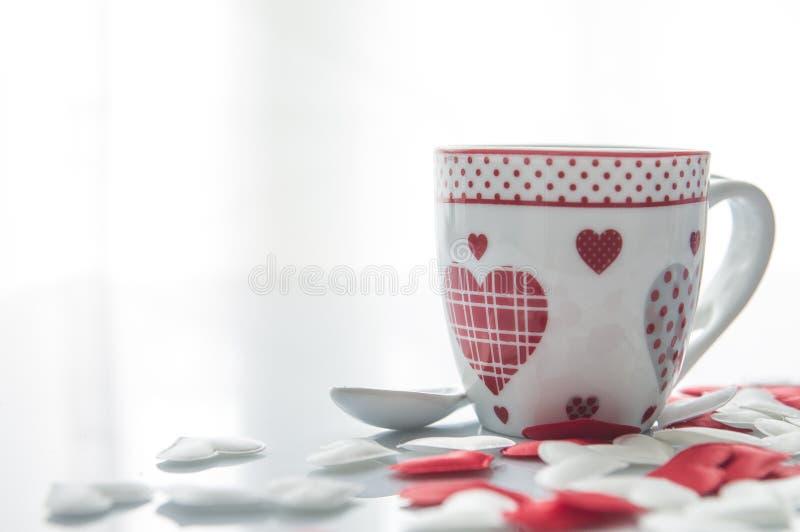 Кофейная чашка дня ` s валентинки стоковое изображение