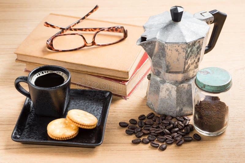 Кофейная чашка и создатель эспрессо стоковое фото
