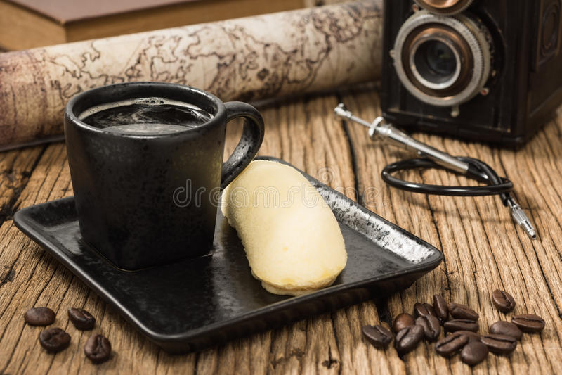 кофейная чашка и торт банана стоковая фотография rf