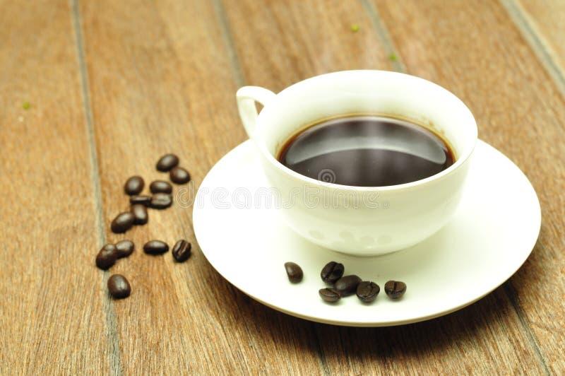 Download Кофейная чашка и фасоли. стоковое изображение. изображение насчитывающей семя - 37928887