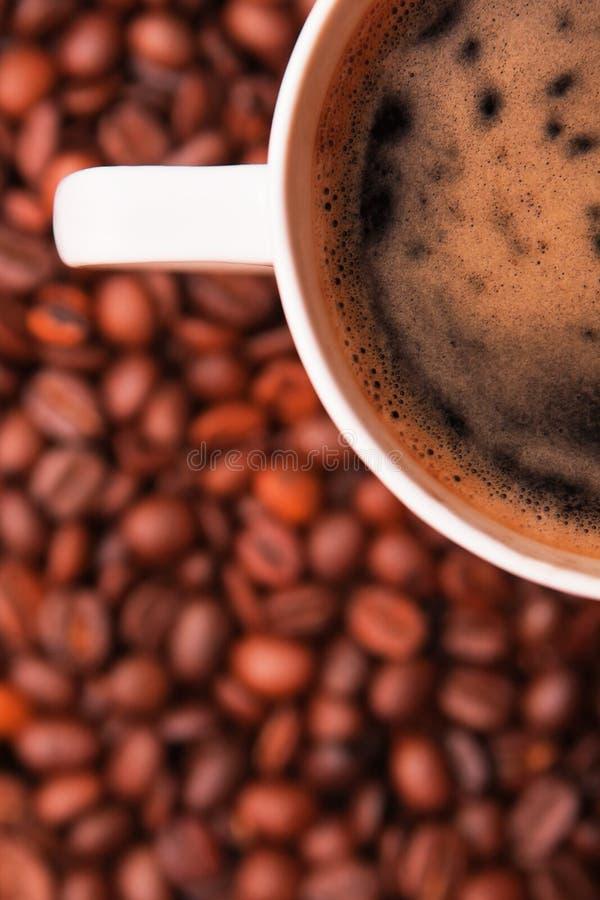 Download кофейная чашка фасолей сверх Стоковое Фото - изображение насчитывающей черный, жара: 18393444