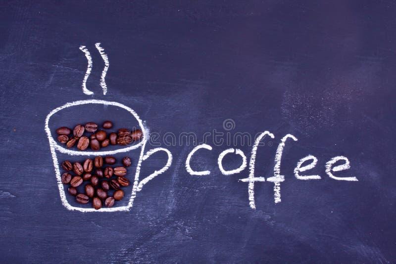 Кофейная чашка чертежа мела стоковое фото