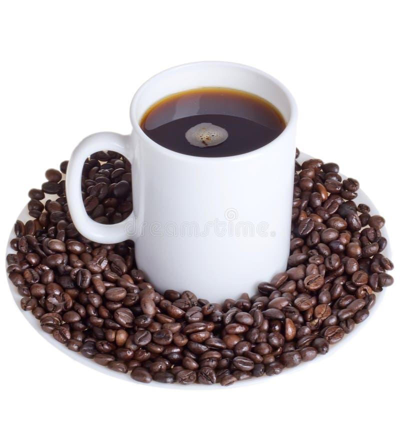 Download Кофейные зерна с чашкой кофе Стоковое Изображение - изображение насчитывающей напитка, кухня: 41661653