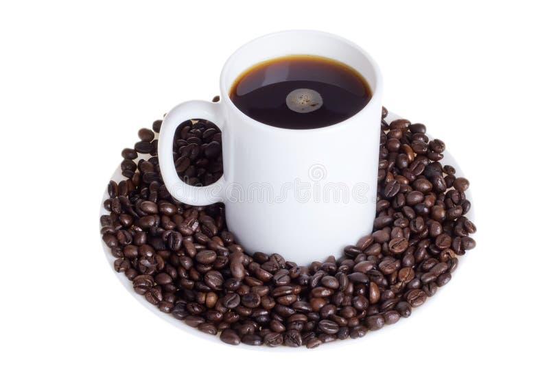 Download Кофейные зерна с чашкой кофе Стоковое Фото - изображение насчитывающей brougham, флейвор: 41662336