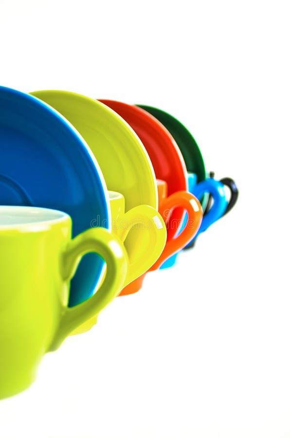 Кофейные чашки в линии стоковые изображения