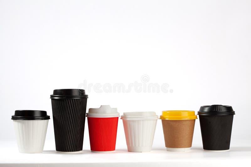 Кофейные чашки на белой предпосылке стоковое изображение