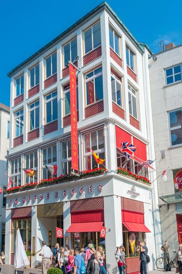 Кофейня Niederegger в Бек ¼ LÃ стоковое изображение rf