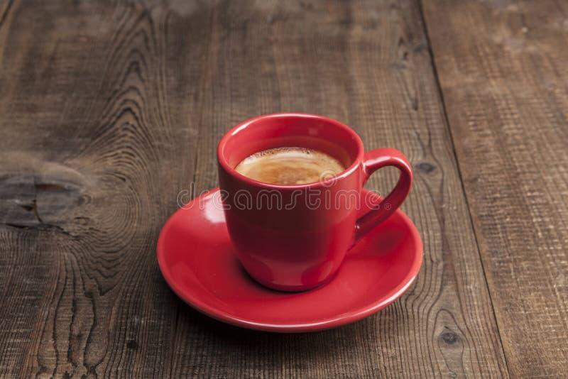 Кофе в красной чашке стоковые фотографии rf