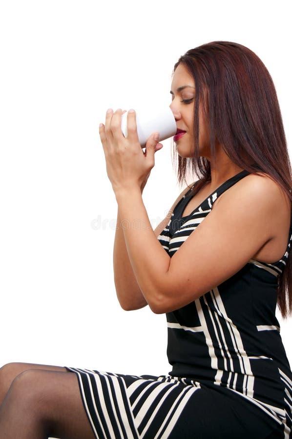Download Кофе женщины выпивая стоковое фото. изображение насчитывающей breadcrumbs - 18395834