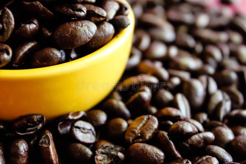 Кофе и желтый цвет стоковые изображения rf