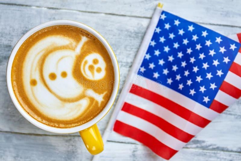 Кофе и флаг США стоковое изображение