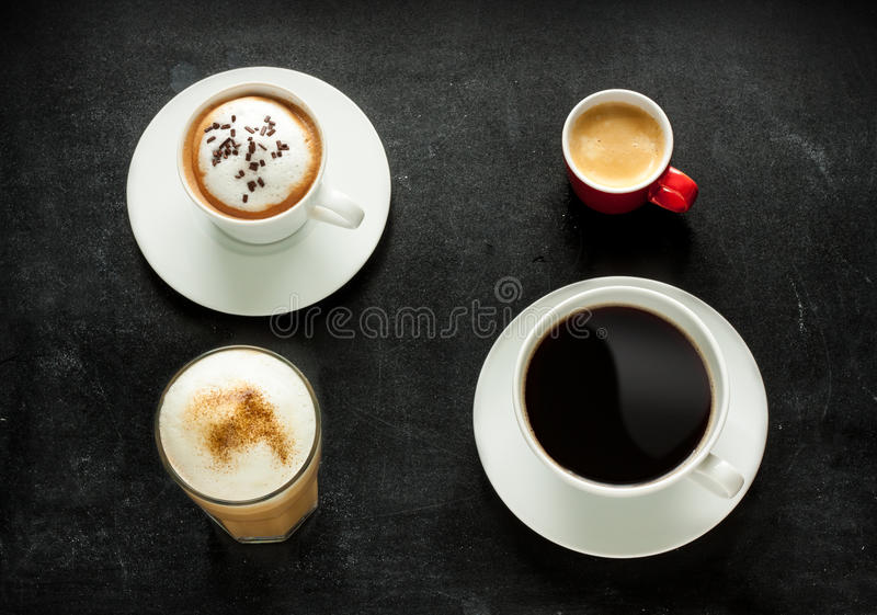 Кофе капучино, эспрессо, americano и latte на черноте стоковые изображения
