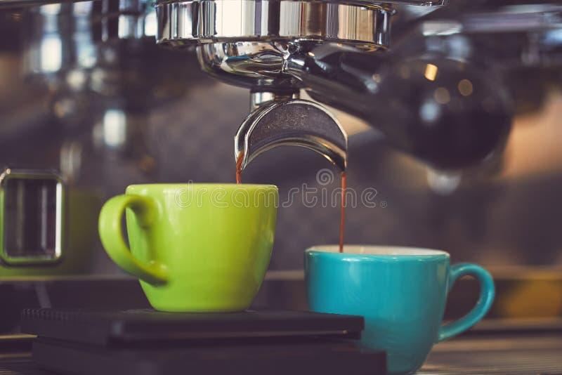 Кофе машины кофе лить стоковое изображение rf