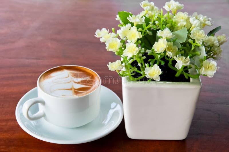 Кофе на таблице стоковые фотографии rf