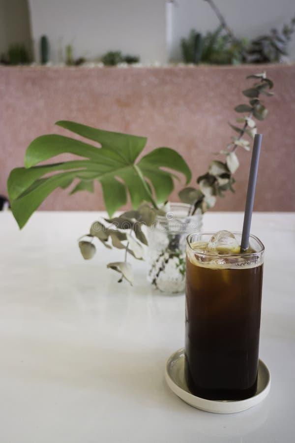 Кофе со льдом в кофейне стоковые изображения