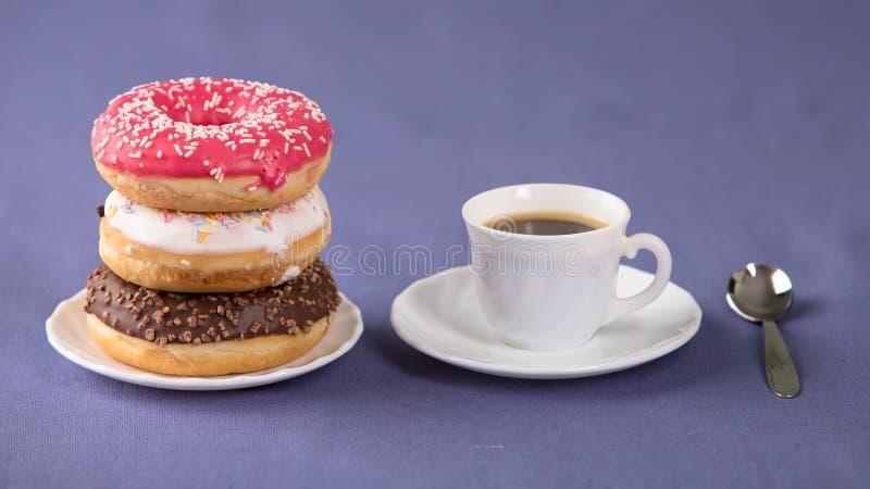 Кофе с donuts стоковые изображения