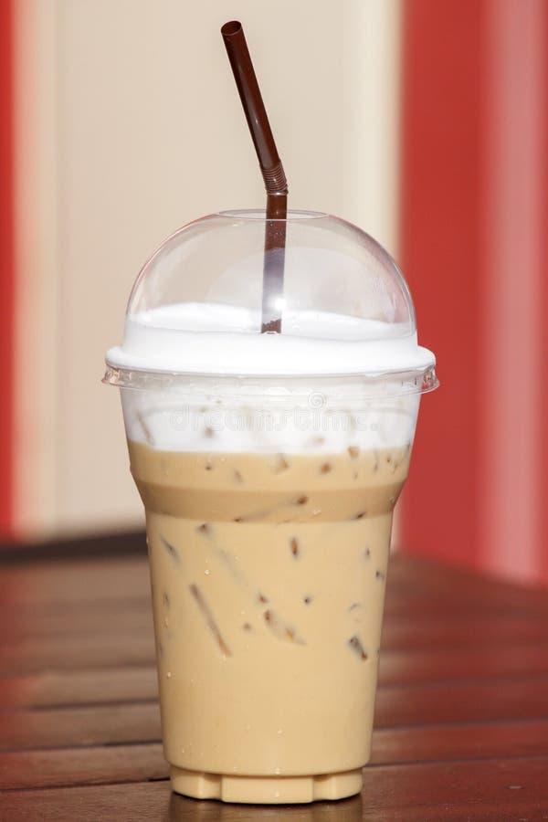 Кофе льда на деревянной таблице стоковое изображение rf