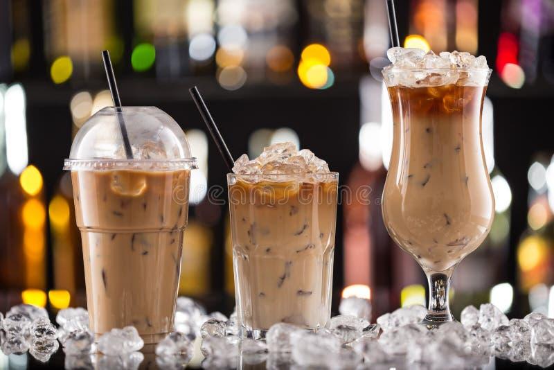 Кофе льда на столе бара стоковые изображения
