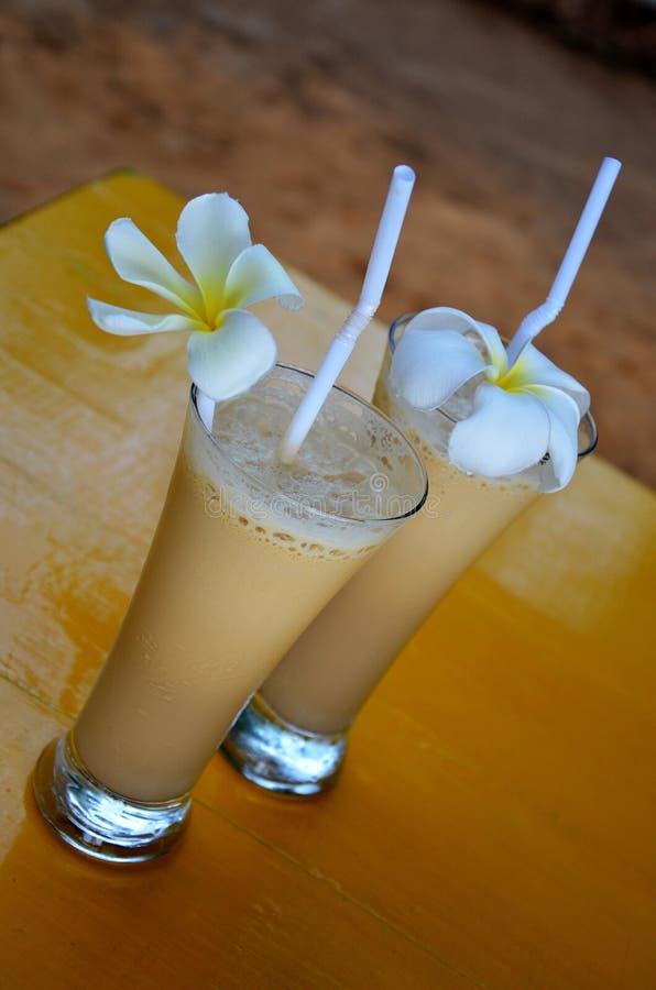 Кофе льда служил на адвокатском сословии пляжа, Srí Lanka стоковая фотография