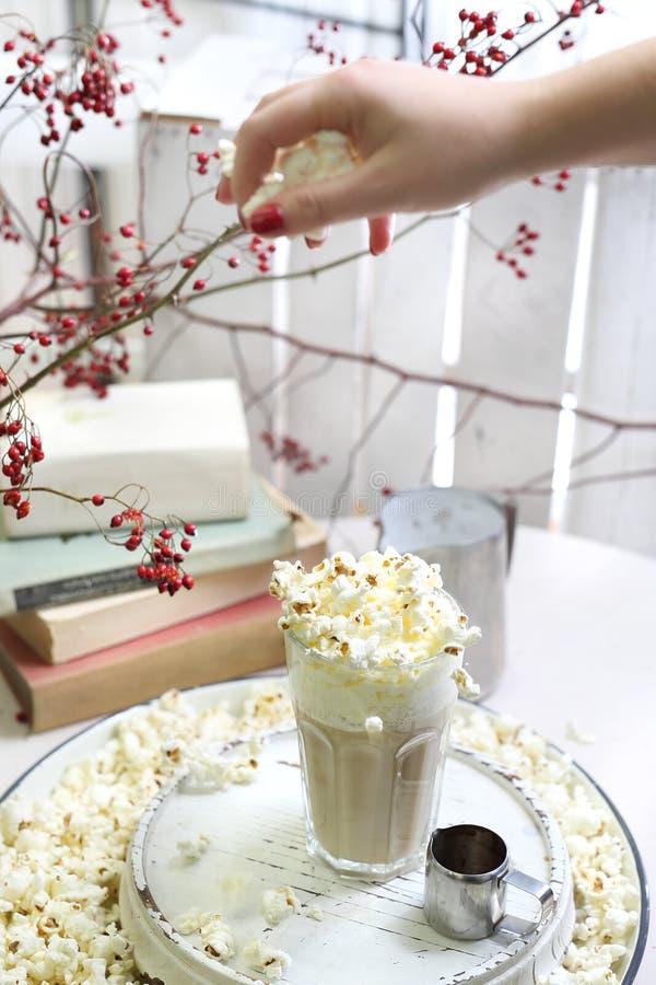 Кофе Amaretto Кофе с попкорном стоковая фотография