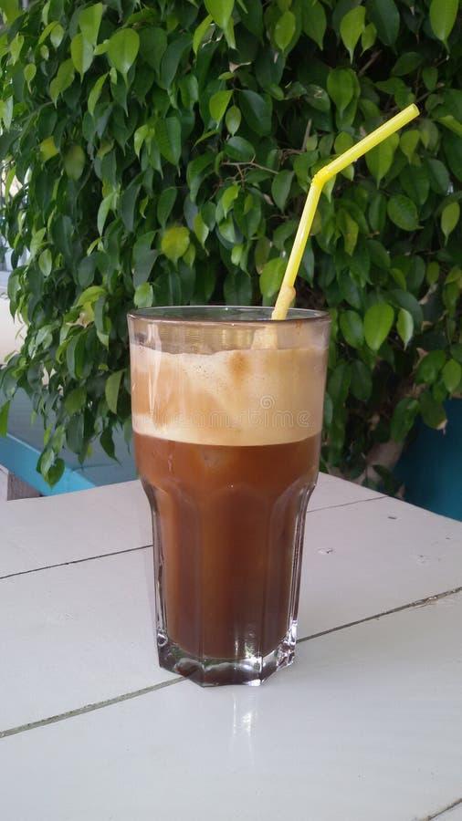 Кофе Frape черный на таблице стоковая фотография